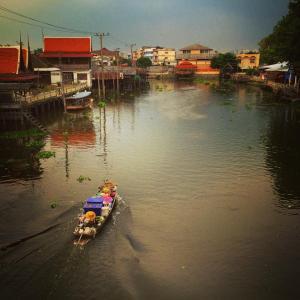 Life along a Bangkok canal